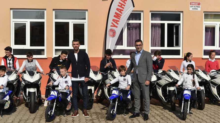 Kenan Sofuoğlu ve Yamaha'nın Motosikletler ile Okul Ziyareti