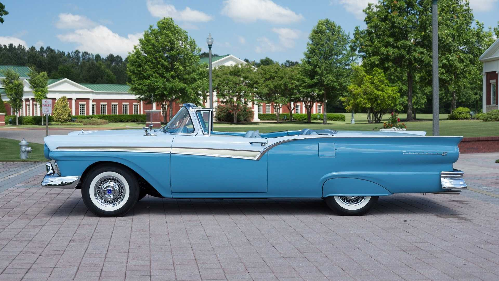 "[""1957 Ford Fairlane 500 Skyliner""]"