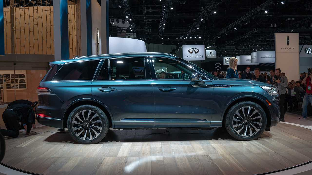2020 Lincoln Aviator Lands In La With Potent Plug In Power Update