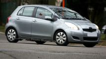 Toyota Yaris Facelift Spied