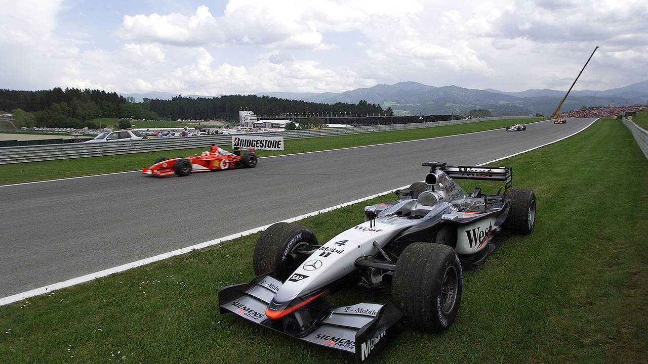 18. El McLaren Mercedes MP4/17 de F1