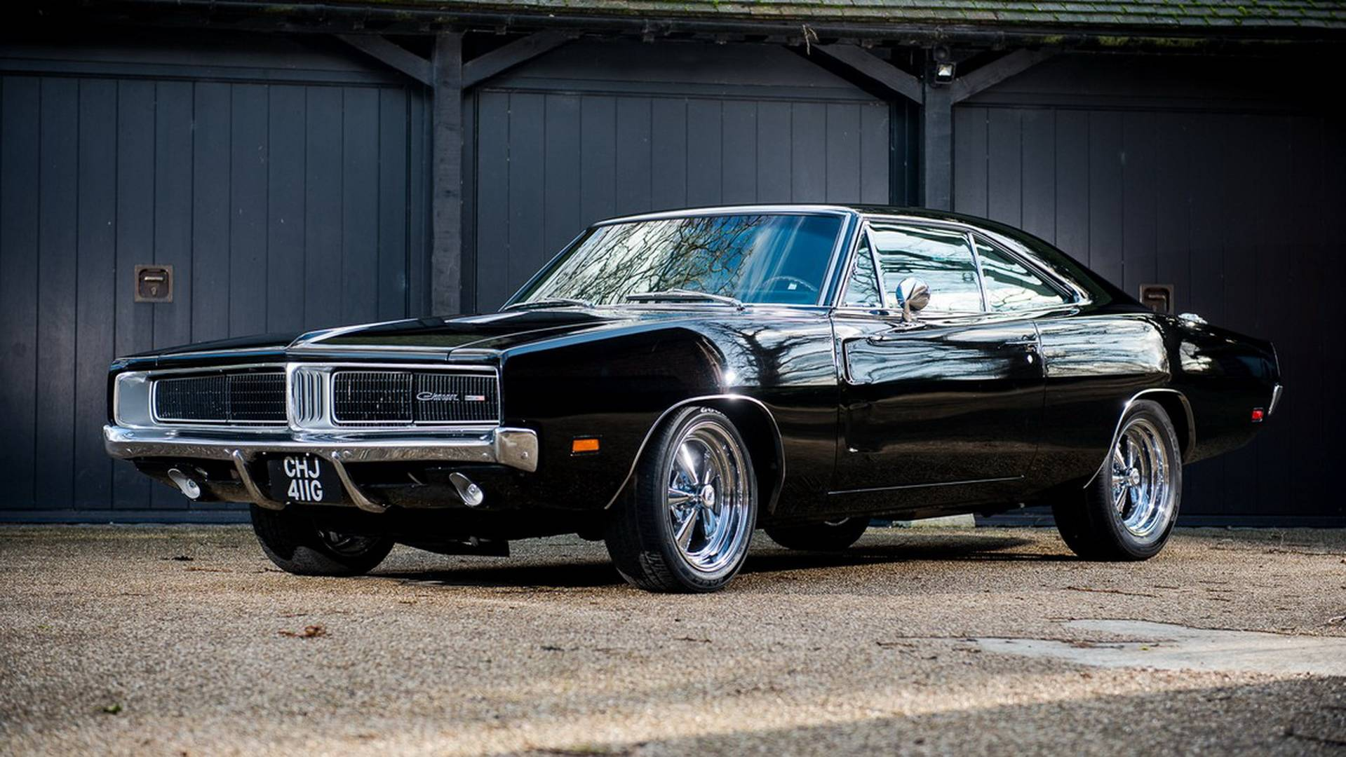 A Good Day To Buy Hard: Ex-Bruce Willis, Jay Kay Charger For