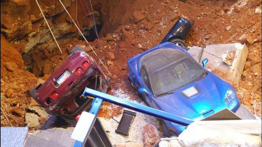 Museo Corvette, crolla il pavimento: distrutte 8 splendide sportive [VIDEO]