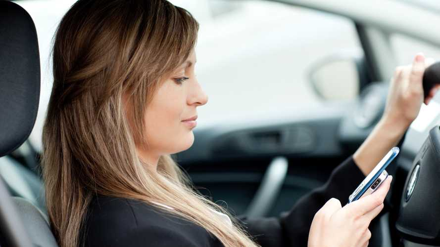 2.5m Brits think it's acceptable to use a phone while driving