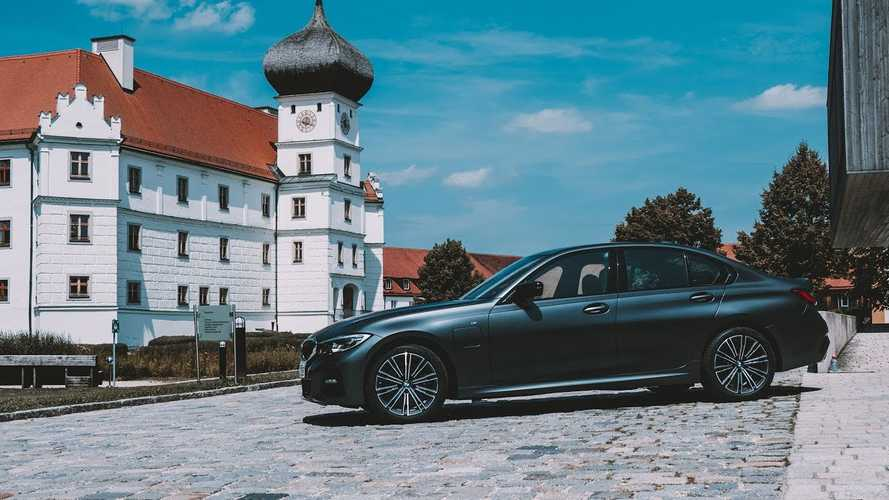 New BMW 330e iPerformance Presented: Video
