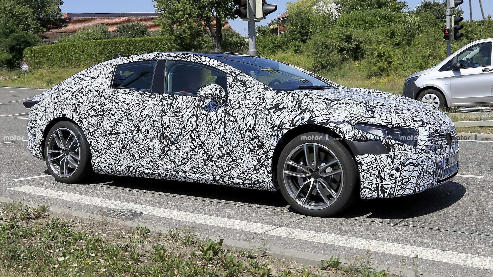 Flagra: Mercedes-Benz EQS será elétrico rival do Porsche Taycan 2021-mercedes-eqs-spy-photo