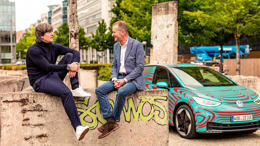 Joachim Löw und Volkswagen ID.3