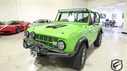 Modded 1968 ford bronco dresses to impress