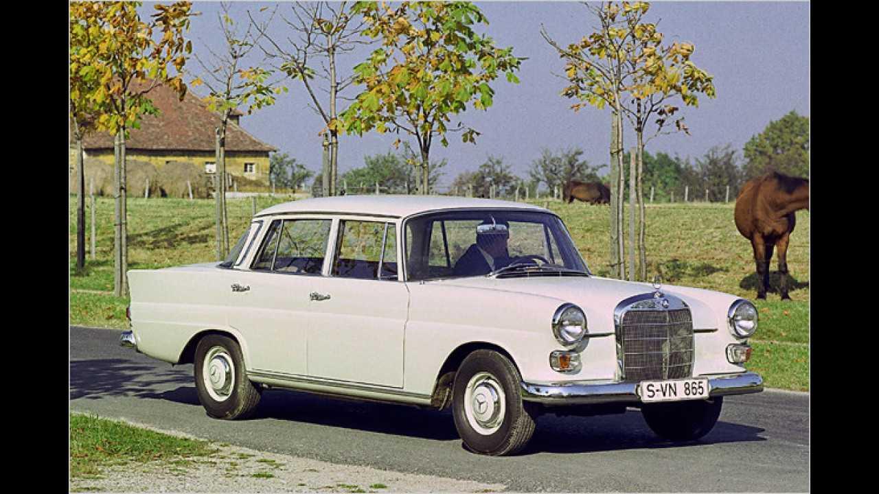 Mercedes W 110: ,Heckflosse
