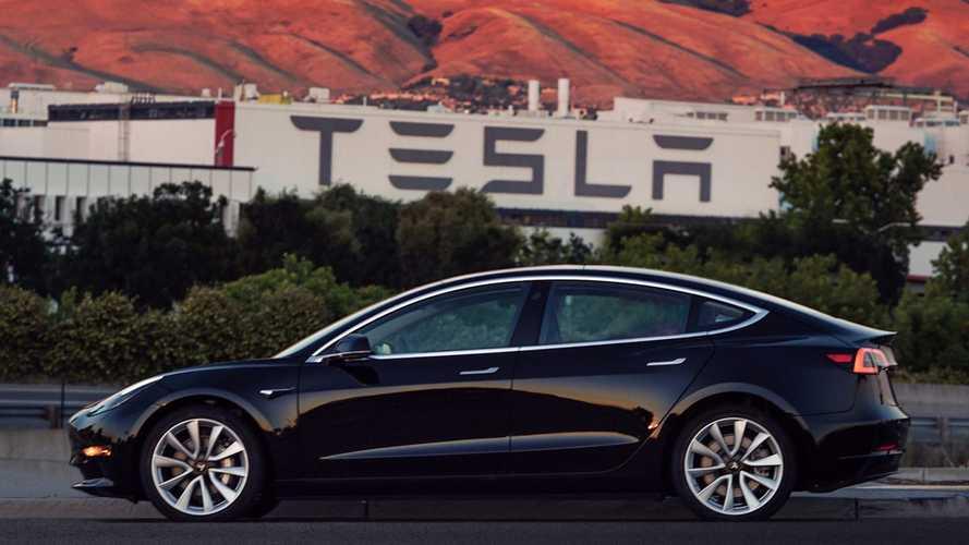 Tesla a produit la première Model 3 de série