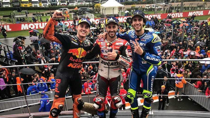 Dovizioso se impone en el GP de Valencia de MotoGP bajo el diluvio