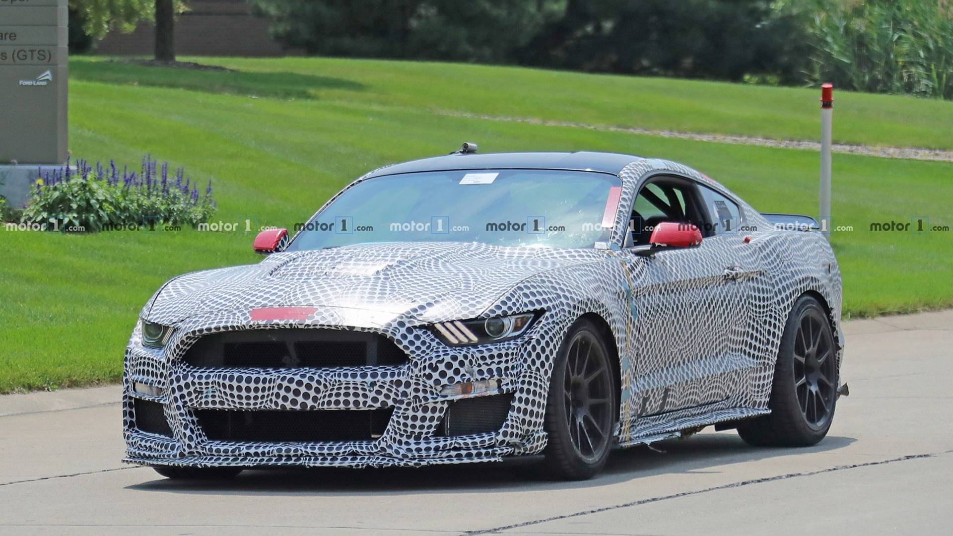 2019 Gt 500 >> 2019 Mustang Shelby Gt500 Spied With Track Pack Spoiler Vir Sticker
