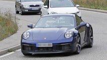 Porsche 911 bleue et rouge en photos espion