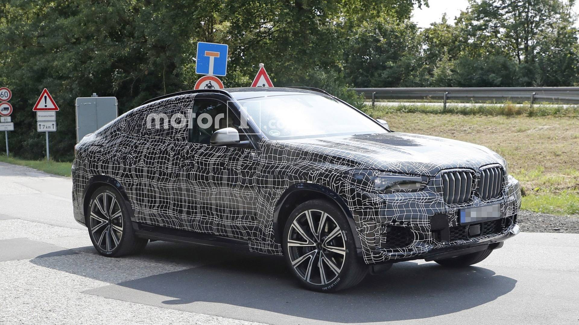 2020 Bmw X6 Spied In Germany With Production Body And Lights