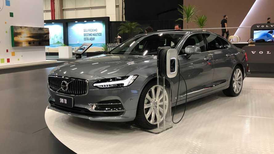 Volvo mostra S90 e anuncia 250 pontos de recarga elétrica no Brasil