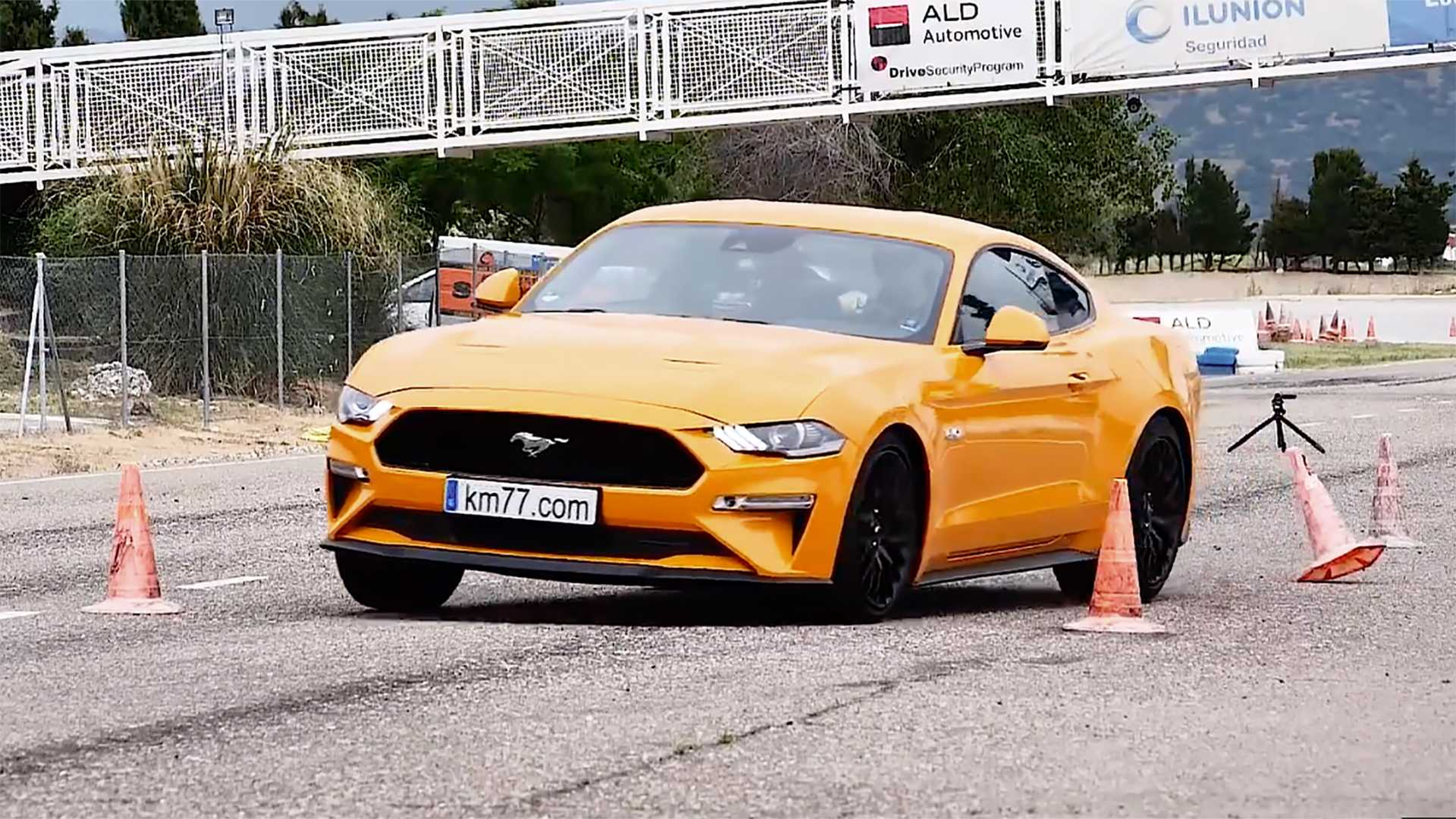 2018 ford mustang gt out handles the moose test
