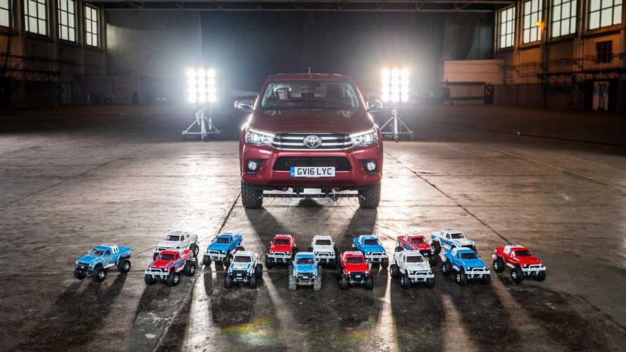 ¿Cuántos coches de radio control se necesitan para mover un Toyota Hilux?