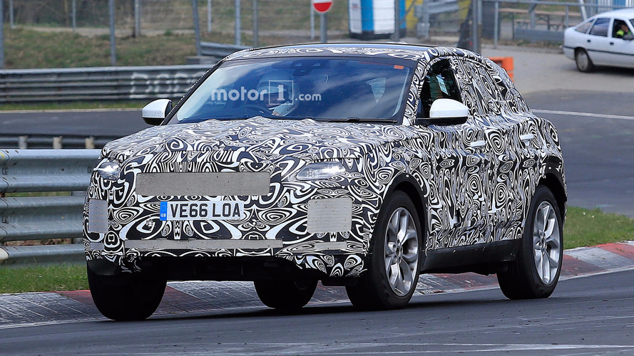 Même camouflé, le Jaguar E-Pace fait déjà son petit effet
