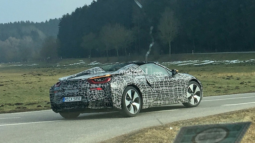 BMW i8 Spyder finally poses for the spy camera