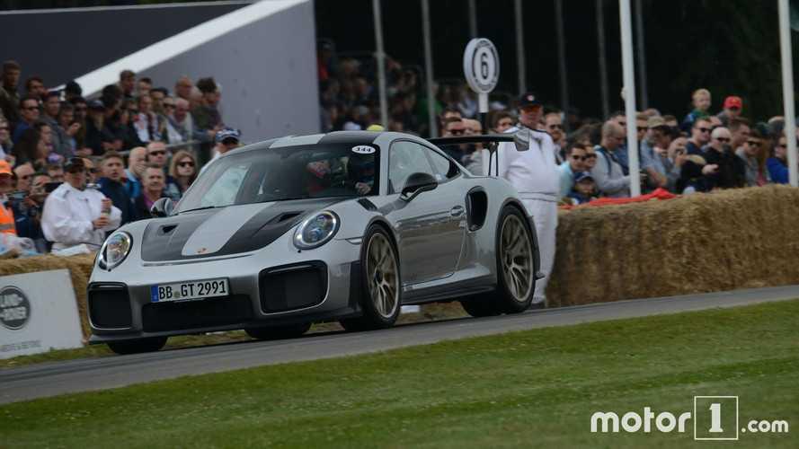 VIDÉO - La Porsche 911 GT2 RS veut effacer la concurrence