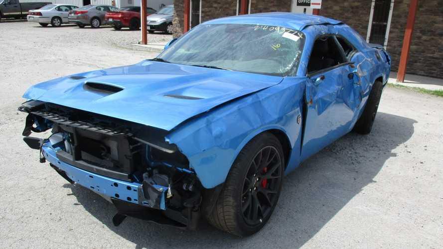 29 kilometredeki Dodge Challenger Hellcat pert oldu