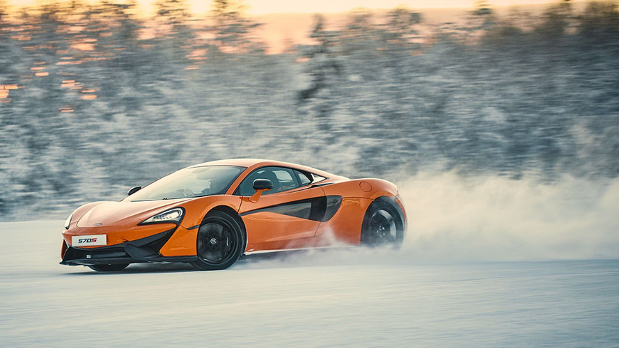 VIDEO - La McLaren 570S virevolte sur la glace