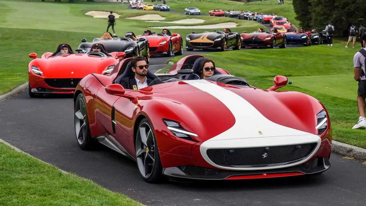 Concentración y desfile de 30 Ferrari Monza SP1 y SP2