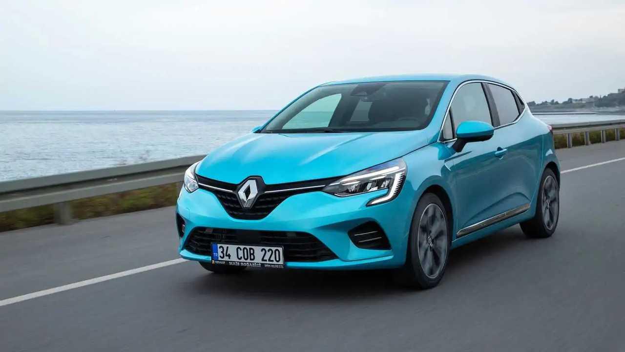 Mavi renkli bir Renault Clio 5.