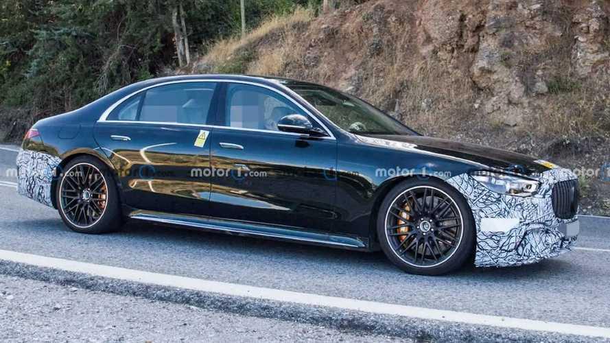 Mercedes-AMG S 63e (2022) fast ungetarnt erwischt