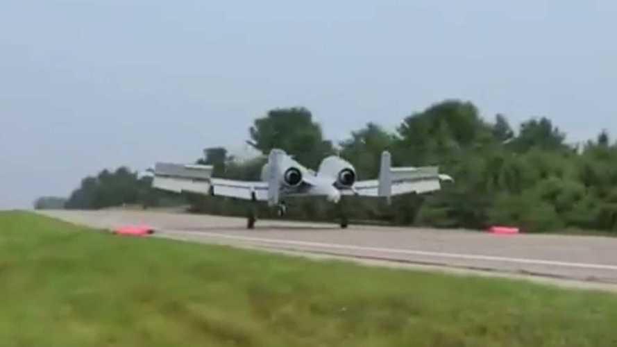 Jalan Raya di Michigan Jadi Landasan Latihan Jet Tempur AS A-10