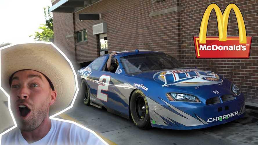 Mengendarai Mobil Balap NASCAR ke Jalan Umum, Ternyata Sulit