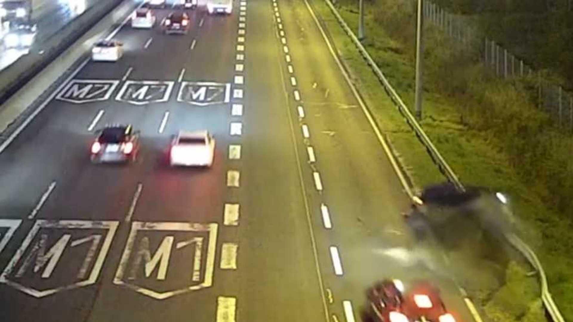 Egészen felkavaró balesetről készült videó az M1-M7 közös szakaszán