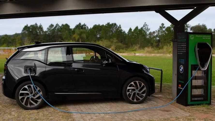 BMW cria sistema solar de recarga para carros elétricos no Brasil
