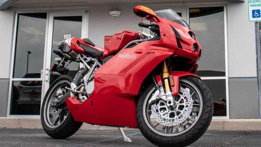 Esta increíble Ducati 999S está buscando un nuevo hogar