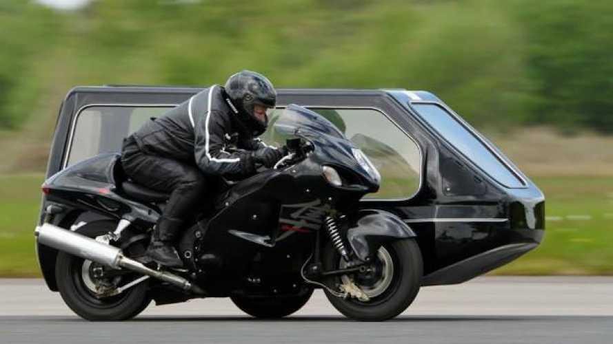 Una moto funebre Suzuki batte il record di velocità: 206,6 km/h