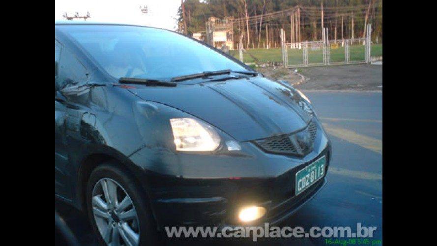 Novo Honda Fit 2009 camuflado é flagrado por leitor no interior de SP
