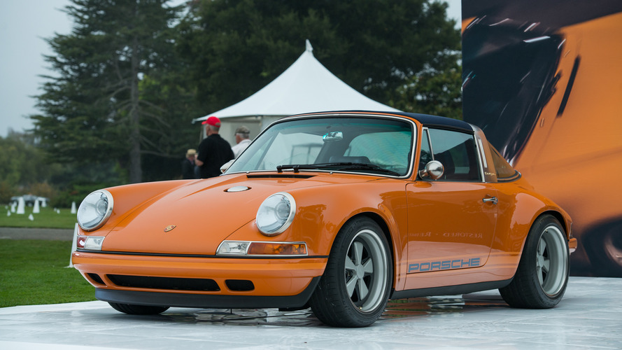 Singer imzalı nefes kesici Porsche 964 Targa Monterey'de sahnede