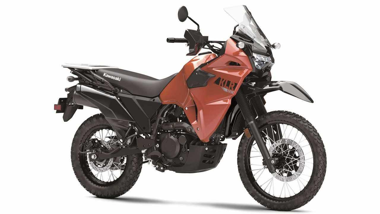 2022 Kawasaki KLR 650, Studio, Vermelho, 3/4 Frente, Direita