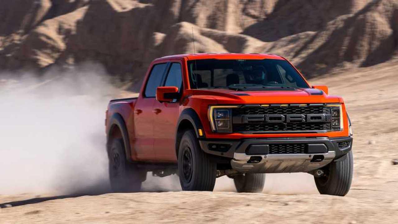 2021 Ford F-150 Raptor volant vite dans le désert