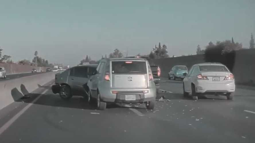 Tesla Model S Dashcam 'TeslaCam' Captures Multi-Car Highway Crash