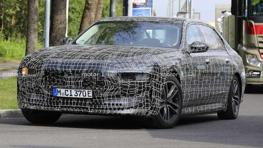 BMW i7 Electric Sedan Spied Again While Testing