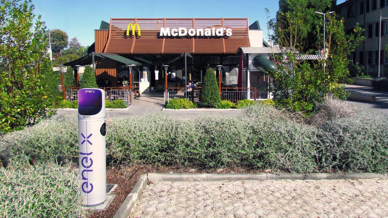 Enel X e McDonald's insieme per la ricarica nei ristoranti