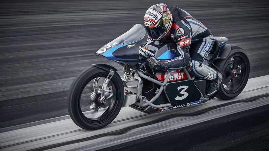 Max Biaggi bate récords de velocidad sobre la moto eléctrica de Voxam
