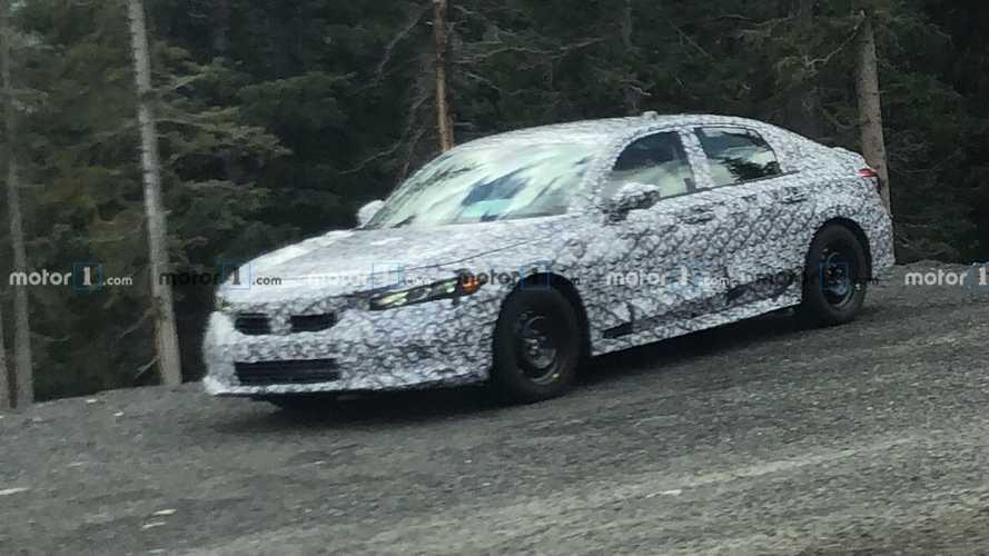 Yeni nesil Honda Civic, evrim geçiren tasarımını gizlerken yakalandı
