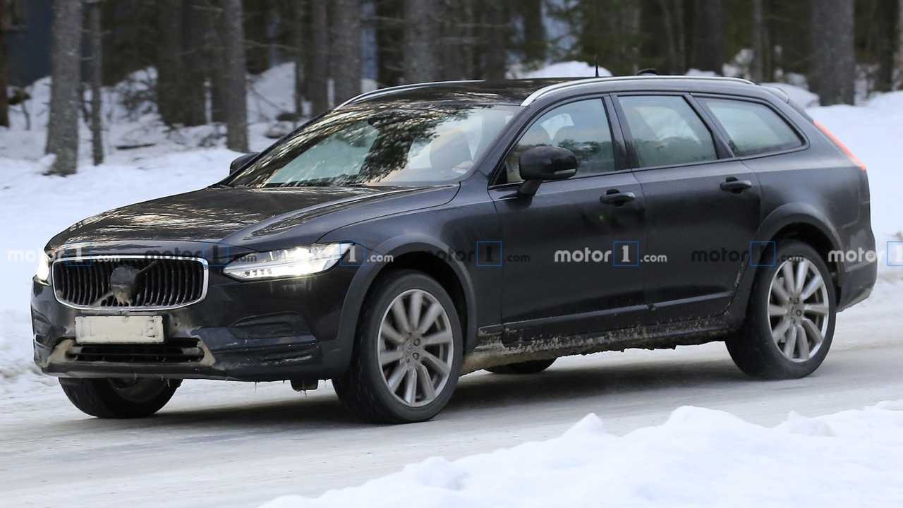 Volvo S90, V90, V90 CC Facelift Spy Photos