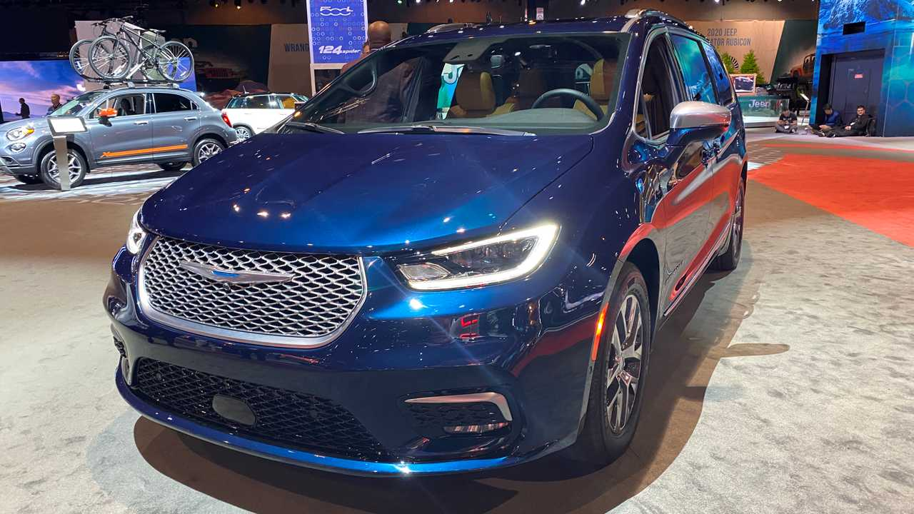 Chrysler Pacifica в топовой комплектации Pinnacle