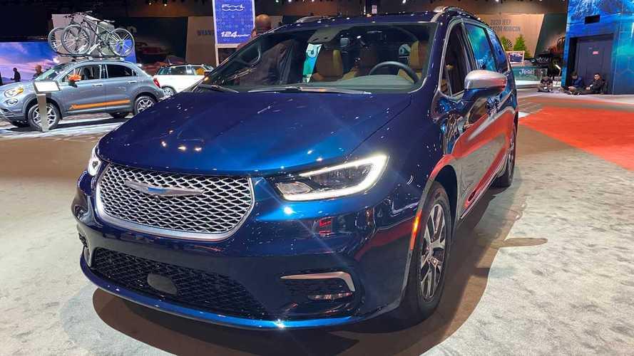 Марка Chrysler опровергла уход из России
