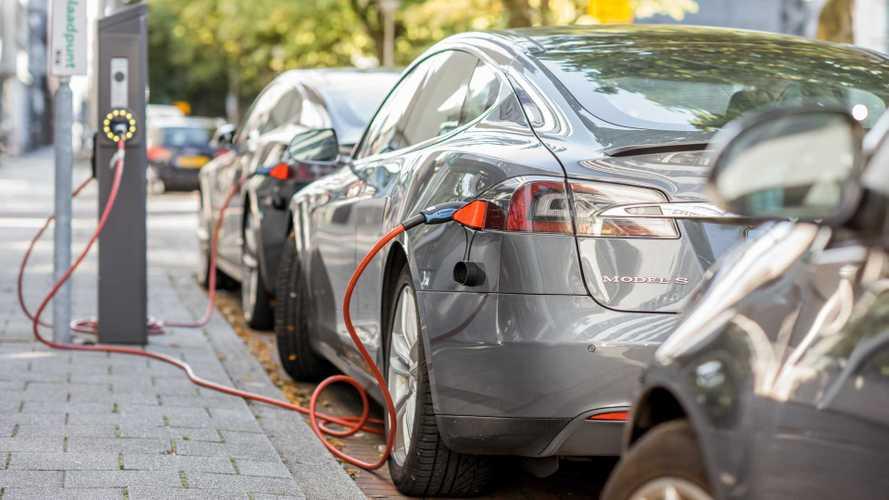 Tesla сознательно продавала склонные к возгоранию электрокары