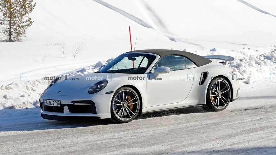 Porsche 911 Turbo S Cabriolet de üretim gövdesiyle görüldü