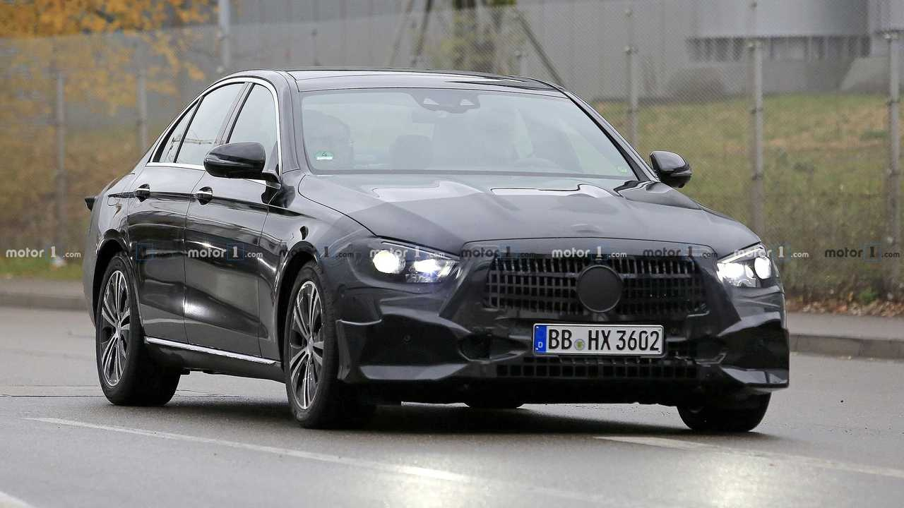 Mercedes E-Class Sedan facelift spy photo